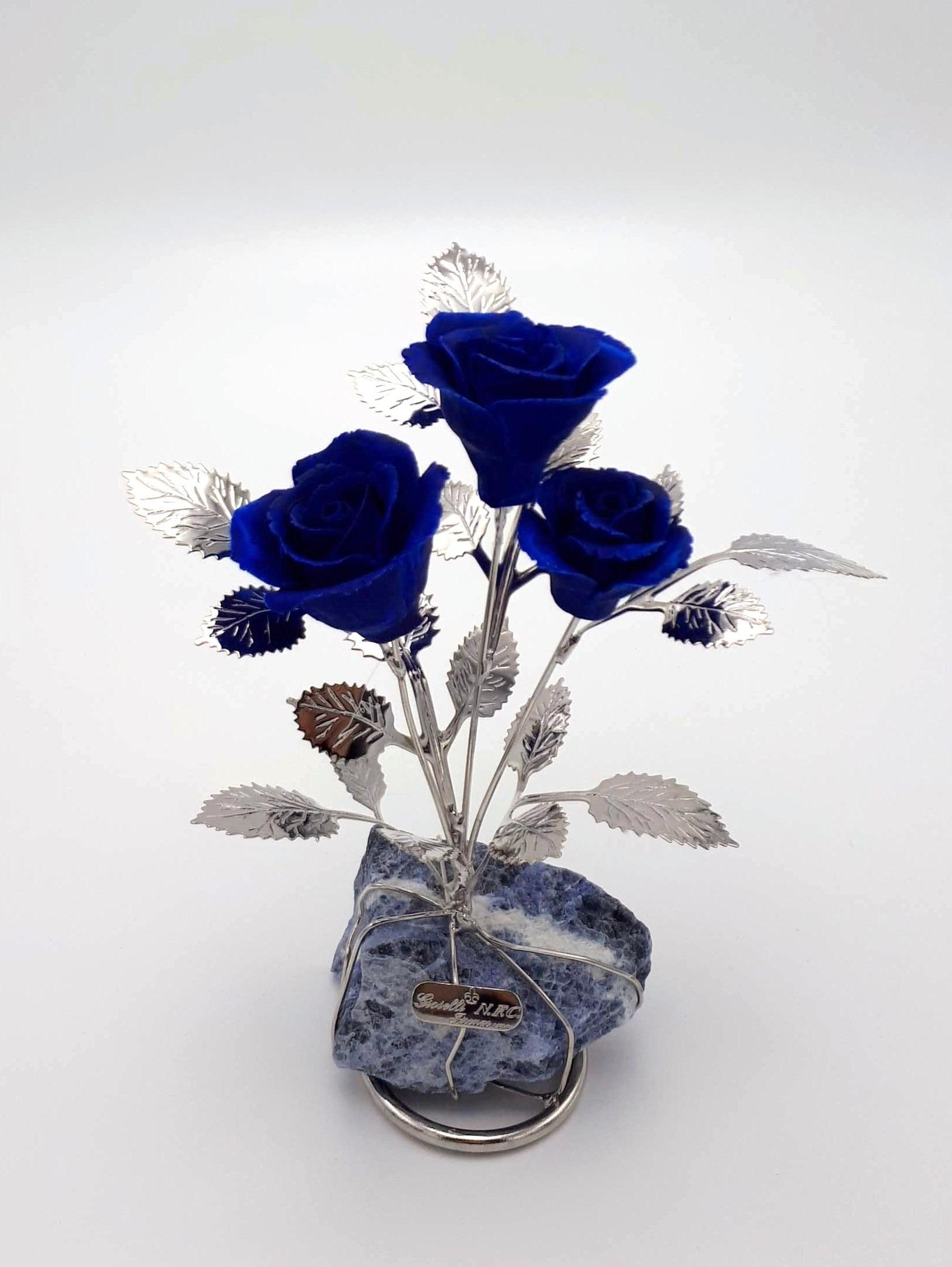 Tre Rose Blu In Capodimonte Su Quarzo Blu
